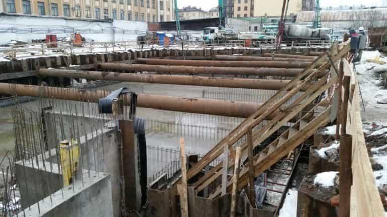 28.12.2017 - Заливка бетонной плиты второй секции