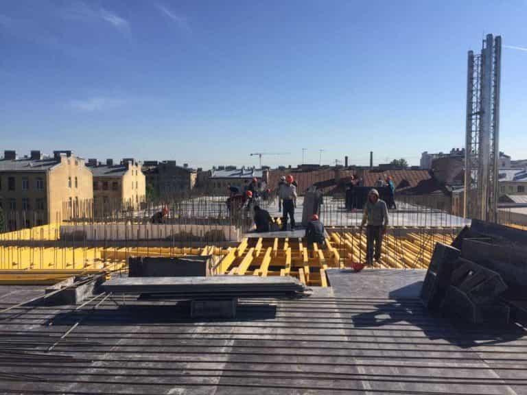 26.05.2018 - Монтаж опалубки перекрытия над 5-м этажом 2-й секции
