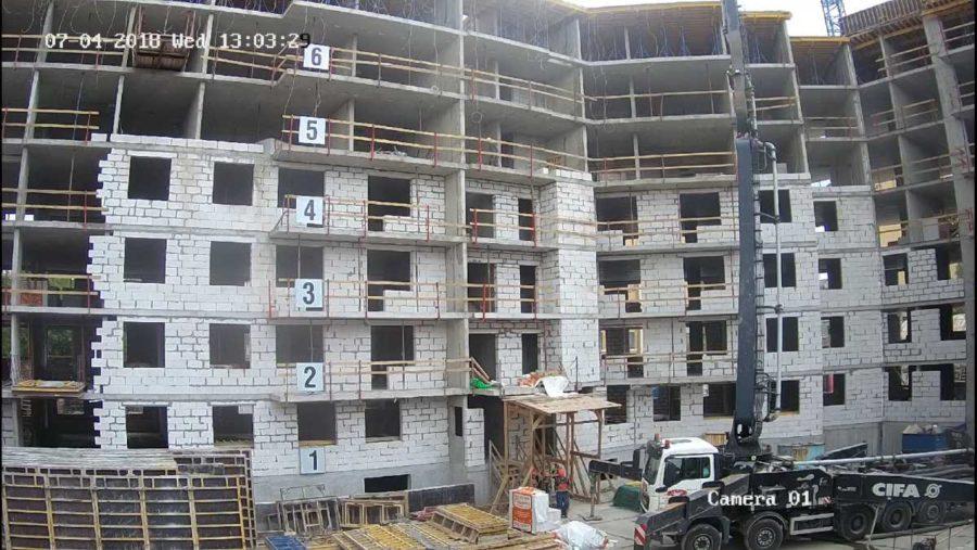 04.07.2018 - Продолжается кладка наружных стен и внутренних перегородок 1-3 секции