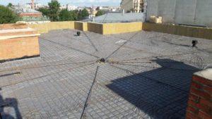Залита бетонная стяжка кровли низкой части 1-й секции.