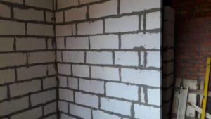 11.08.2018 - Ведутся работы по возведению кирпичной кладки 1 и 2 этажей 1-й секции