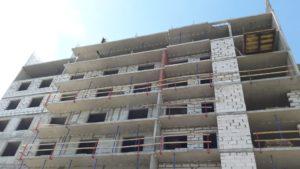 Ограждающие конструкции 1-й секции возводятся на 8-м этаже, 2-й секции на 7-м этаже