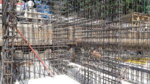 Залита плита паркинга, ведется армирование и бетонирование стен паркинга 4-й секции.
