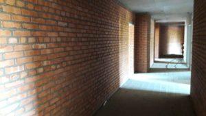 В 3-й секции на 1-3 этажах кладка закончена, ведутся работы на 4-м.