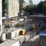 Идет заливка бетоном стен паркиега 6-й секции.