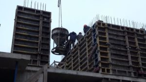 Заливка бетоном стен 2-го этажа 5-й секции