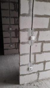 Ведутся внутренние сантехнические и электромонтажные работы
