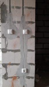 Установлена внутриквартирная электроарматура (выключатели, розетки) 3 секции