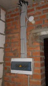 Установлены внутриквартирные электрощитки 3 секции