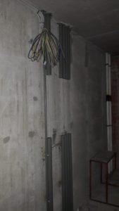 Смонтированы стояки этажных электрощитовых 1,2 секций