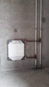 Завершена установка и обвязка радиаторов отопления в помещениях для маломобильных групп населения 1,2 секции