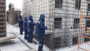 Ведутся работы по заливке железобетонных стен 5 этажа 6 секции