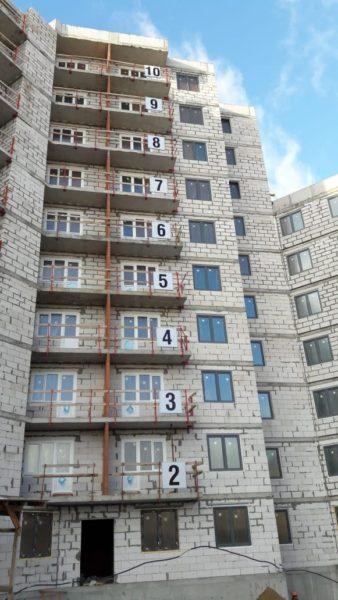 02.03.2019 - Смонтированы оконные блоки 1,2,3 секций
