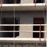 Кладка клинкерного кирпича на переходных балконах