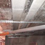 Прокладка лотков под электрическую сеть в техническом этаже
