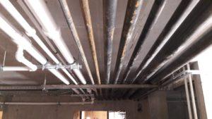 Прокладка сантехнических труб в техническом этаже