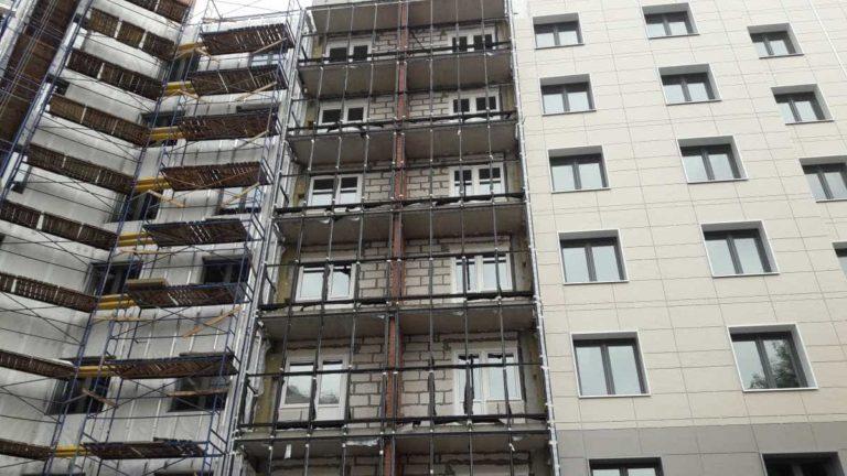 12.07.2019 - Продолжаются работы по витражному остеклению балконов