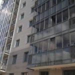 Продолжаются работы по остеклению балконов