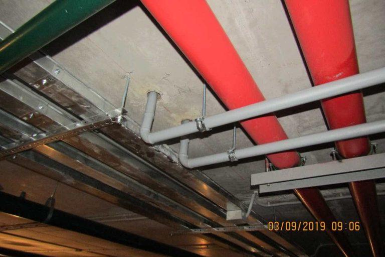 04.09.2019 - Заканчиваются работы по трубной разводке в подземной автостоянке (подвале)