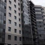 Завершаются витражные работы на 1-5 секциях ЖК Днепропетровская 37