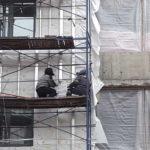 Ведутся работы по устройству фасада и кровли 6 секции. ЖК Днепропетровская 37
